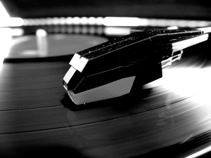 black_and_white_record_player_by_softspokenmc